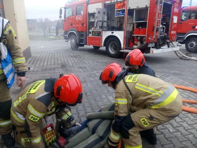 23 i 26 lutego oraz 2 marca świebodzińscy strażacy ćwiczyli akcje ratowniczo-gaśnicze w pomieszczeniach wewnętrznych.