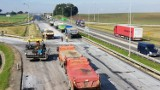 Remont autostrady A4 na odcinku od Góry św. Anny do granicy z woj. śląskim. Trwa układanie asfaltu [ZDJĘCIA]