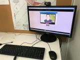 W Urzędzie Gminy Kolbudy pomoc dla osób niedosłyszących. Tłumacz języka migowego w komputerze