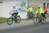 Ścieżka rowerowa Racot - Katarzynin - Choryń została oficjalnie otwarta. Samorządowcy i urzędnicy przejechali ją rowerami [ZDJĘCIA]
