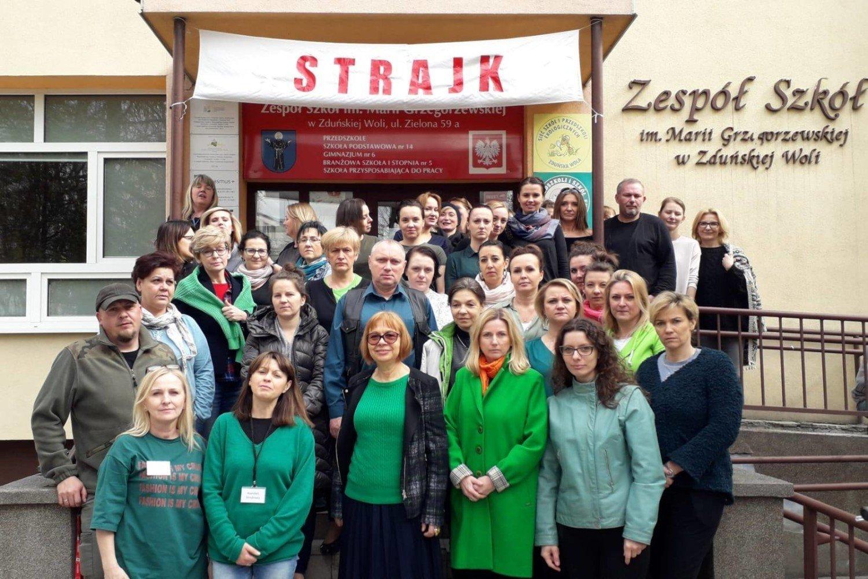 af839e252fe2 Jedenasty dzień strajku nauczycieli w Zduńskiej Woli  raport ...