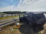 Wypadek na S8 koło węzła Zduńską Wola Wschód. Autem w bariery ZDJĘCIA