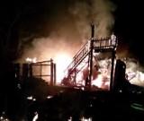 Nocny pożar budynku w gminie Sławno. W akcji 4 zastępy straży pożarnej [zdjęcia]
