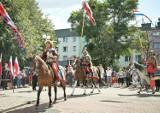 """Z husarią, ułanami i """"Jemiołą"""". Huczne sokólskie obchody setnej rocznicy Bitwy Warszawskiej"""