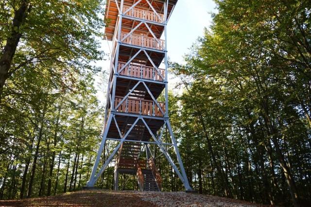 Nowa wieża na Górze Siemierzyckiej pojawiła się w ubiegłym roku. Warto wybrać się tu na spacer.