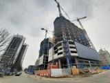 Budowa Global Office Park nabrała rozmachu. Konstrukcję wieżowców widać już przy wjeździe do centrum. To będą 100-metrowe wieże