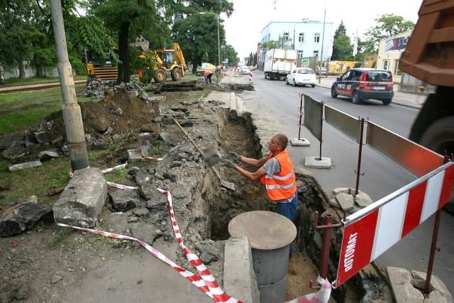 Szybka wymiana nawierzchni na ulicy Robotniczej miała się zakończyć wczoraj. Pogoda opóźniła jednak prace drogowców
