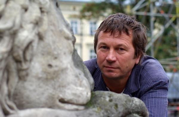 """Piotr Cyrwus zdecydował się odejść z serialu """"Klan"""""""