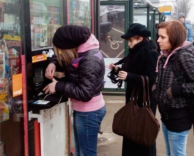 Sprzedaż biletów tramwajowych i autobusowych staje się dla kioskarzy coraz mniej opłacalna