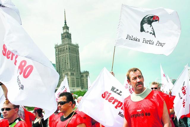 Związkowcy z naszego regionu protestują w Warszawie. Do Katowic mieliby dużo bliżej