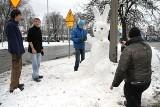 Lany poniedziałek pod śniegiem. Wielkanoc we Wrocławiu zimowa (ZDJĘCIA)