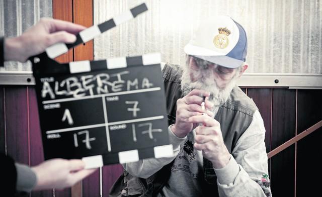 """Leszek. Od siedemnastu lat bezdomny. Główny bohater filmu """"Albert Cinema"""""""
