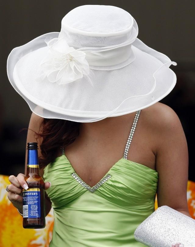 Aby czuć się bezpiecznie, trzeba się trzymać kilku reguł: nigdy nie zostawiaj drinka bez kontroli, gdy musisz wyjść, do łazienki zostaw go zaufanej osobie albo wypij, nie przychodź sama,nie pozwalaj sobie fundować obcym,  uważaj też na znajomych chłopaków, ostrożnie z alkoholem