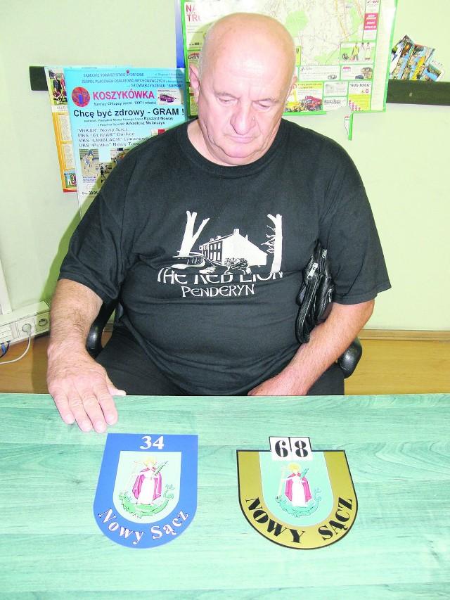 - Stare numery (z prawej) były bardziej widoczne - mówi Andrzej Janowiec