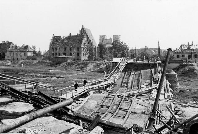 Zniszczony most Chrobrego