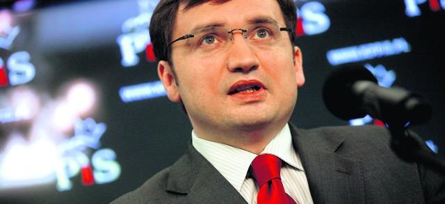 Jarosław Kaczyński ma poważny problem ze Zbigniewem Ziobrą, który wyznaczył sobie konkretne cele i do nich dąży