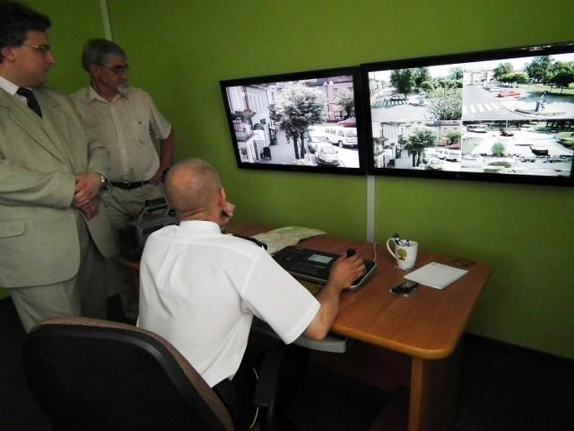 Otwarcie monitoringu w Mosinie (Waldemar Krzyżanowski - zastępca burmistrza Mosiny - pierwszy z lewej)