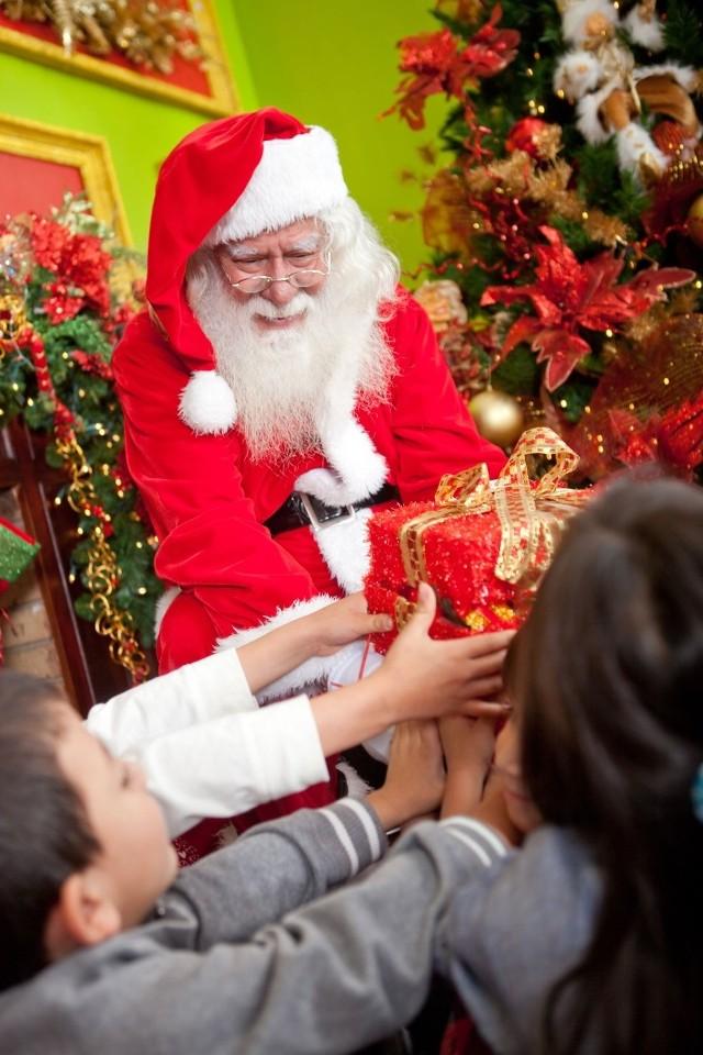 Polskie dzieci czekają na Mikołaja. We Francji maluchy wierzą, że prezenty przynosi Jezus
