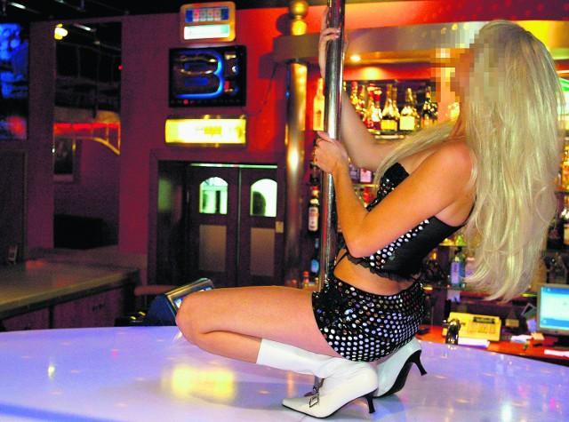 W większości klubów dla panów tańczą profesjonalne tancerki. Robią erotyczne show. Są jednak i miejsca, w których chodzi wyłącznie o seks za pieniądze