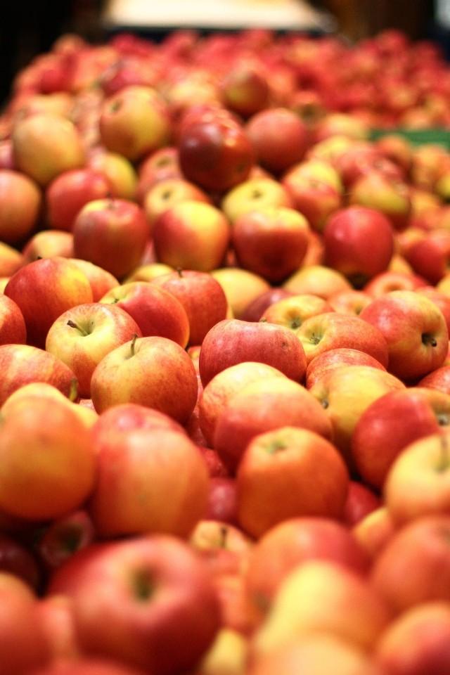 Zakrzówek: 63-latek ukradł ze sklepu jabłko