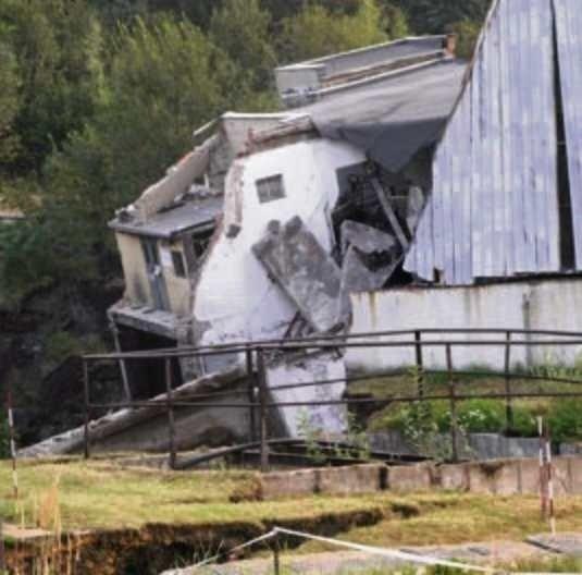 Kopalniany szyb legł w gruzach 4 września 2008 roku.