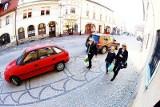Jelenia Góra: Samochody jeżdżą po deptaku