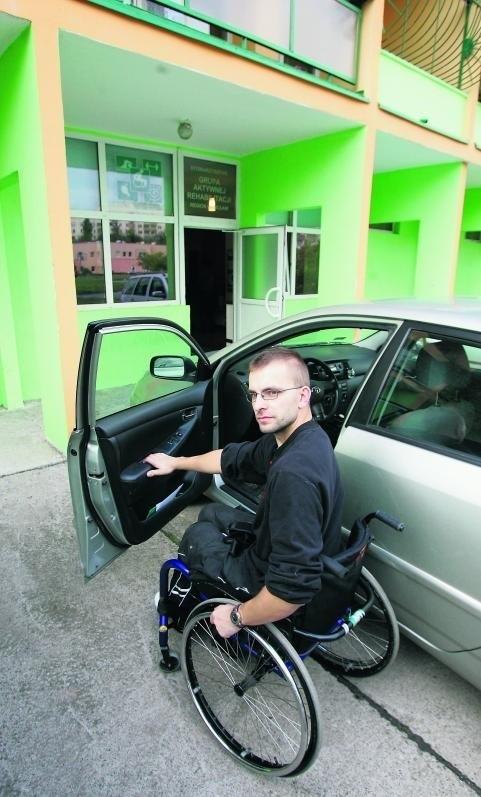 Filip Rodzik mieszkanie treningowe zwiedzał z ciekawością. Nie miał problemu z dojazdem i skorzystaniem z łazienki