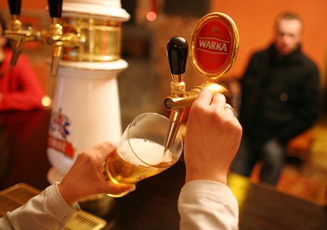 Piwo będzie można reklamować jedynie w nocy. - To absurd - komentuje bez ogródek Eliza Panek, rzecznik prasowy Grupy Żywiec