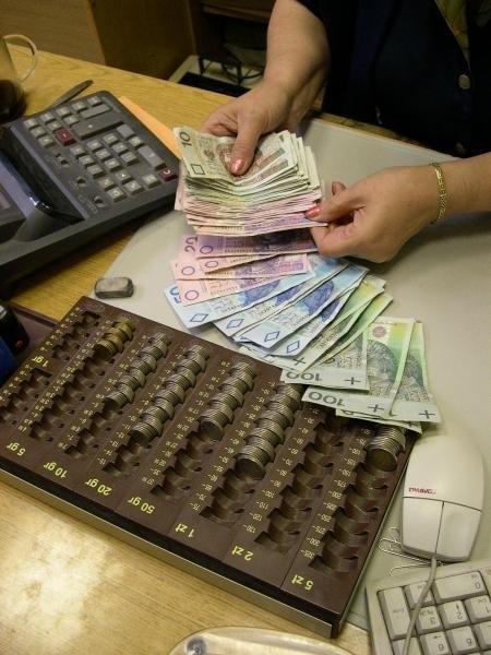 W tym roku pensje poszły lekko w górę