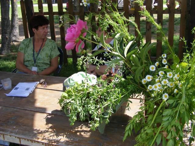 Zioła i kwiaty miały odpędzać złe moce, dlatego przystrajano nimi  domy, obory i stodoły - mówi Dorota Matela z Muzeum Rolnictwa w Szreniawie