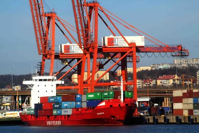 Duże znaczenie ma szybki rozwój naszych portów. Na zdjęciu terminal kontenerowy w gdyńskim porcie