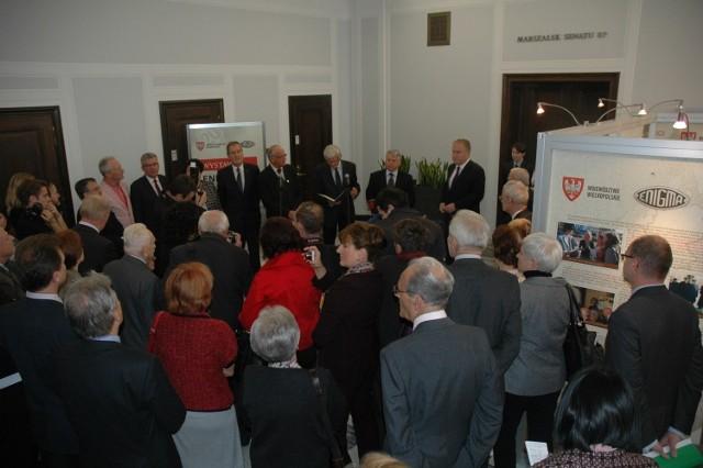 """Ekspozycję """"Enigma. Odszyfrować zwycięstwo"""" przygotowaną przez wielkopolski Urząd Marszałkowski  uroczyście otwarto w Senacie RP."""