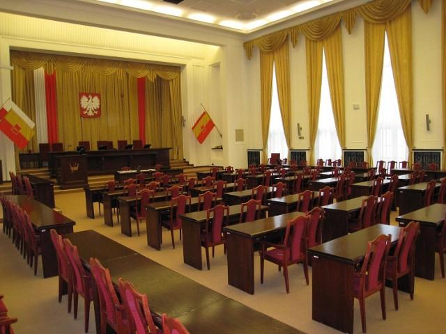 Konsultacje społeczne strategii Łodzi odbywają się w dużej sali obrad urzędu miasta przy Piotrkowskiej 104.