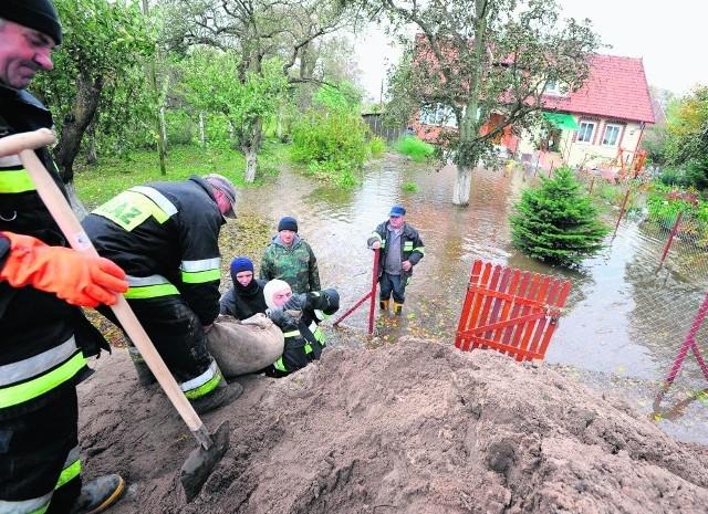 W październiku 2009 r. powódź spowodowana cofką o mały włos nie zalała Żuław