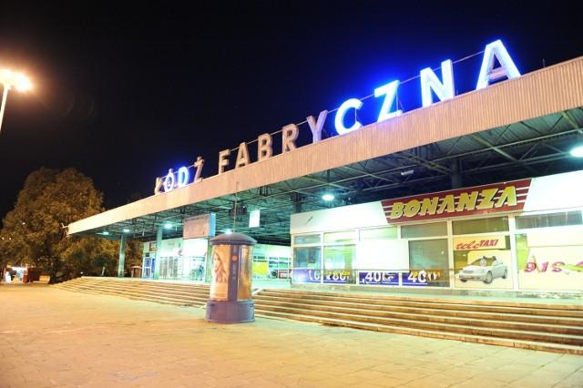 W poniedziałek, 19 grudnia, Łódź żegna neon z dworca Łódź Fabryczna.