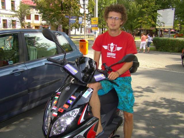 24-letni Dariusz Manda z Andrychowa tym skuterem pojechał z Polski na Bałkany