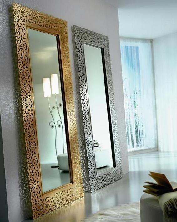 Duże lustra dodają przestrzeni: odbita część pokoju sprawia wrażenie dodatkowego metrażu. Tenero Design