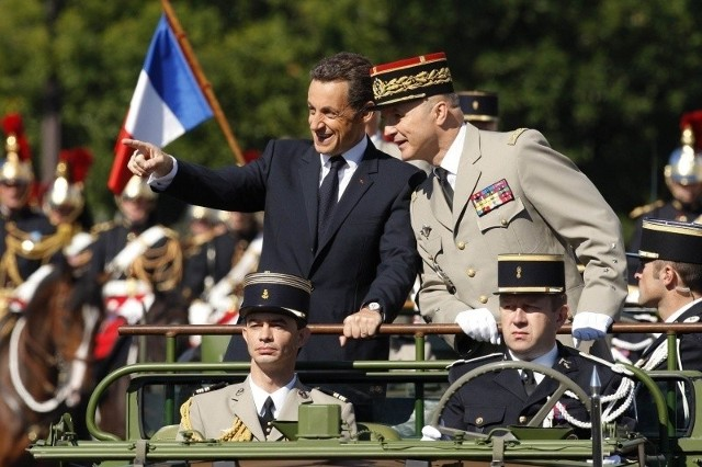 Odkąd Francja objęła z początkiem lipca prezydencję w Unii Europejskiej, Sarkozy forsuje wizję wspólnej polityki obronnej