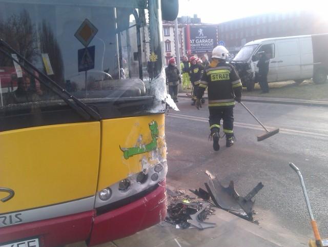 W wypadku na Drewnowskiej ranne zostały 3 osoby.