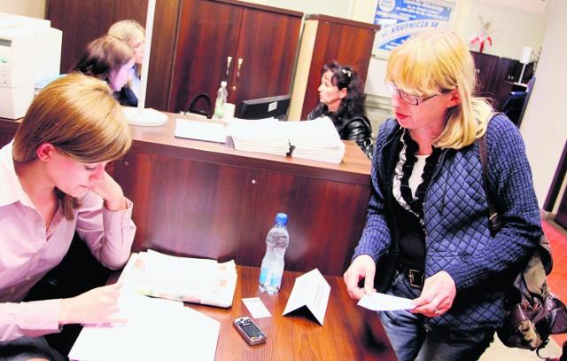 W Urzędzie Miasta Anna Olejarnik(z prawej) dowiedziała się, jak może starać się o odszkodowanie