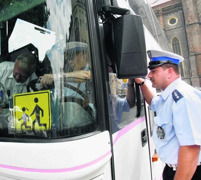 Po telefonie policjanci przyjadą i sprawdzą stan autokaru