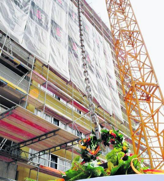 26 kwietnia zawieszono wiechę na Apartamentach Górczyn