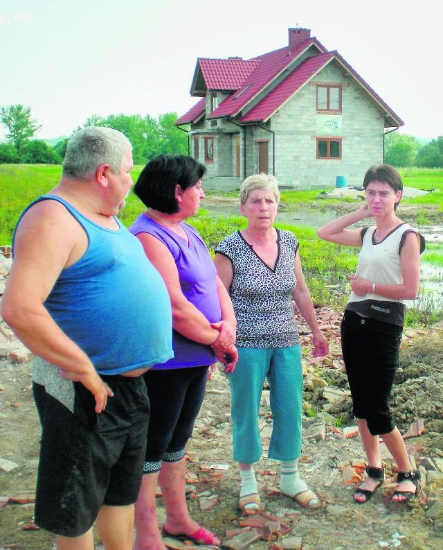 Mieszkańcy Damienic domagają się od urzędników powiatu konkretnych decyzji