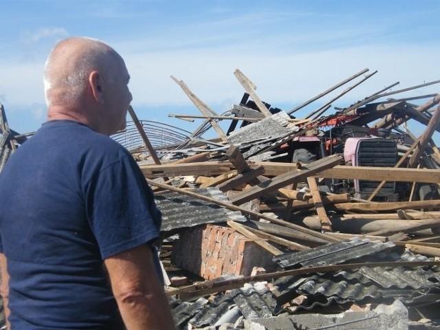 W wyniku nawałnicy uszkodzeniu uległo 560 budynków mieszkalnych i 1110 gospodarczych