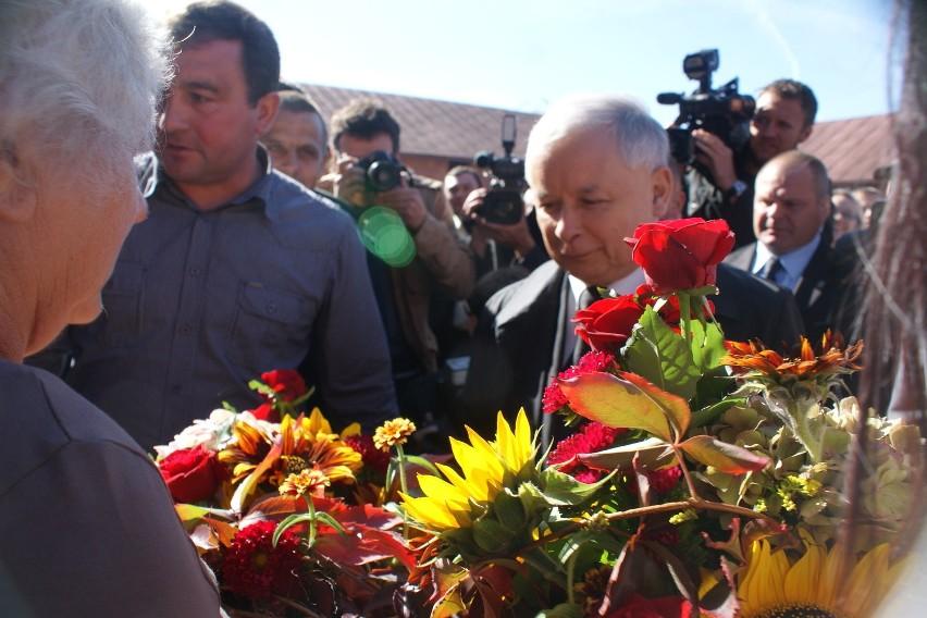 Jarosław Kaczyński odwiedził gospodarstwo w powiecie...