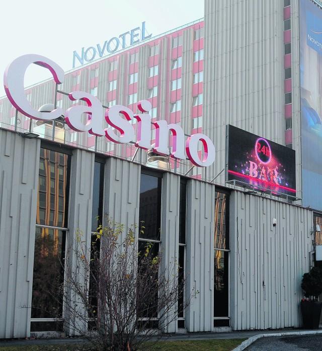 W bronowickim hotelu Novotel działa najstarsze kasyno w Polsce. Dziś zacięty bój toczą o nie aż trzy spółki
