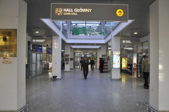 Podejrzana teczka została pozostawiona przy głównym wejściu do poznańskiego Portu Lotniczego Ławica