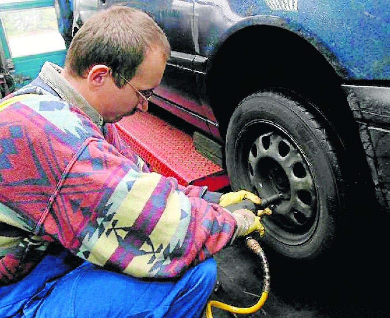 """67a4afe9 Kierowcy, co roku zadają sobie pytanie """"kiedy najlepiej zmienić opony z  letnich na zimowe i odwrót?"""". Producenci opon i wulkanizatorzy od lat  powtarzają to ..."""