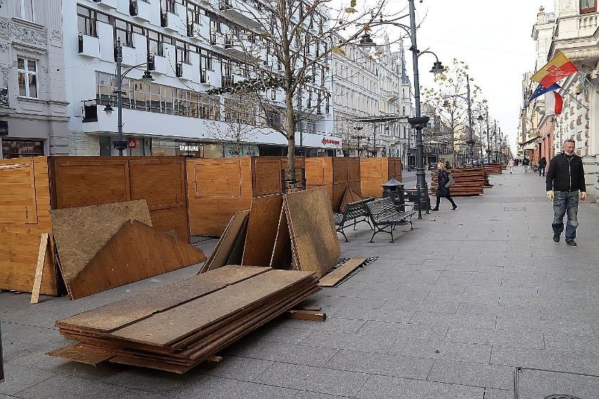 Jarmark bożonarodzeniowy na Piotrkowskiej w Łodzi. Stragany będą czynne od mikołajek 6.12.2020