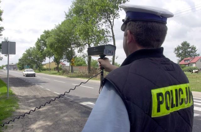 """Podczas akcji """"Wielkanoc"""", policjanci kontrolują m.in. prędkość, z jaką poruszają się kierowcy"""